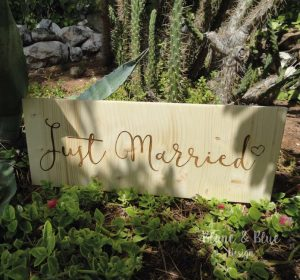 cartel madera para bodas con mensaje just married