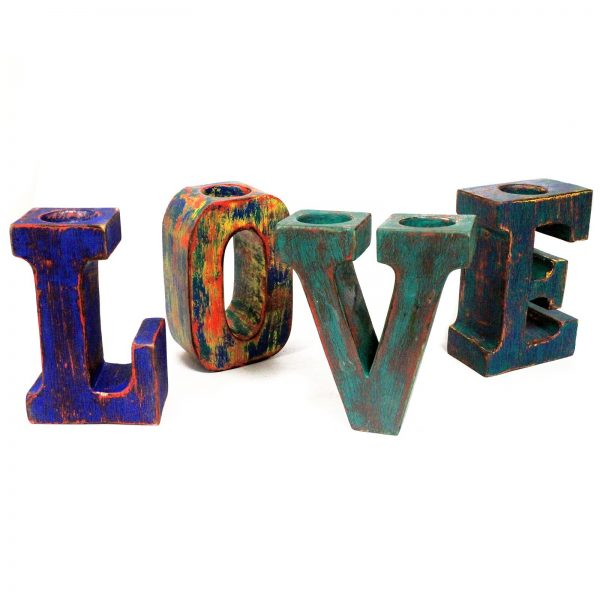 letras grandes madera en color multicolor love